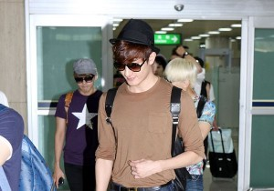 Super Junior Zhou Mi's Refined Fashion Style with Black Fedora at Kimpo Airport after 'SMTOWN Live Tour in Tokyo'