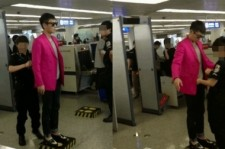 Big Bang TOP Stole the Airport Security's Heart