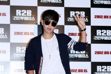 Se7en with Stylish Sunglasses at 'R2B: Return to Base' Movie Premiere