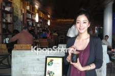 Han Ye Seul's Beauty that Can't be Hidden at 'Caffebene' in L.A.
