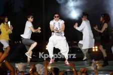 Psy Dances to 'Gangnam Style' in the Streets of Gangnam with 2,000 Fans