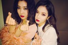 Sunmi and HyunA on Instagram