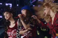 2NE1 perform