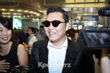 'Gangnam Style' Psy at Los Angeles Airport, 'Ready for L.A. Style~'