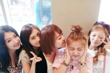 4minute Reveals Group Shot, 'Cute Poses'