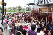 2NE1 Loyal Fans Lining Up for