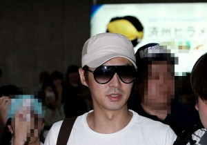 Jun Jin with Fashionable Sunglasses at Kimpo Airport after Fan Meeting in Osaka