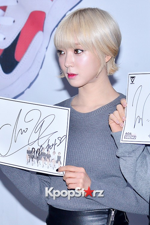 AOA at SBENU Fansign Event key=>20 count27