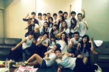 Miss A Fei, JYP Family Gathered And Took A Picture 'Who Was There?'