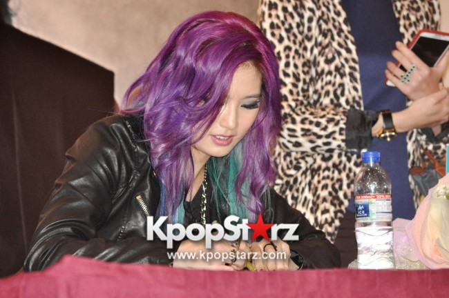 "Ferlyn G Launches Her ""First"" Solo Chinese EP In Singapore And Successfully Holds Fansign [PHOTOS] key=>16 count19"