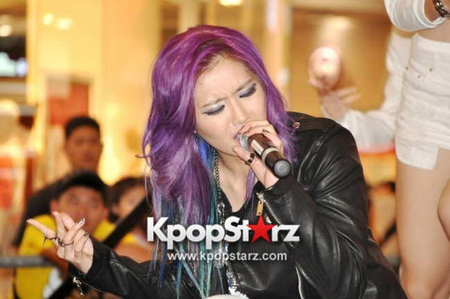"Ferlyn G Launches Her ""First"" Solo Chinese EP In Singapore And Successfully Holds Fansign [PHOTOS] key=>10 count19"