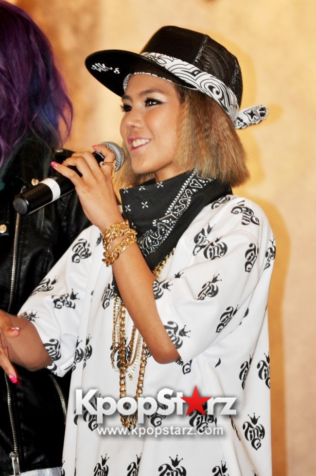 "Ferlyn G Launches Her ""First"" Solo Chinese EP In Singapore And Successfully Holds Fansign [PHOTOS] key=>6 count19"