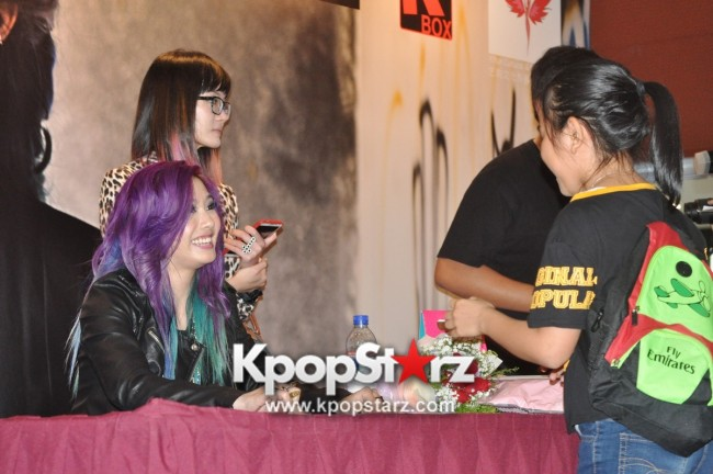 "Ferlyn G Launches Her ""First"" Solo Chinese EP In Singapore And Successfully Holds Fansign [PHOTOS] key=>17 count19"