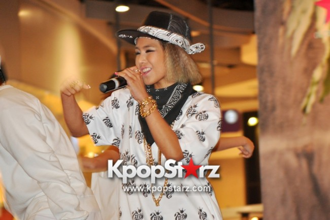 "Ferlyn G Launches Her ""First"" Solo Chinese EP In Singapore And Successfully Holds Fansign [PHOTOS] key=>11 count19"