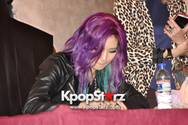 "Ferlyn G Launches Her ""First"" Solo Chinese EP In Singapore And Successfully Holds Fansign [PHOTOS] key=>18 count19"