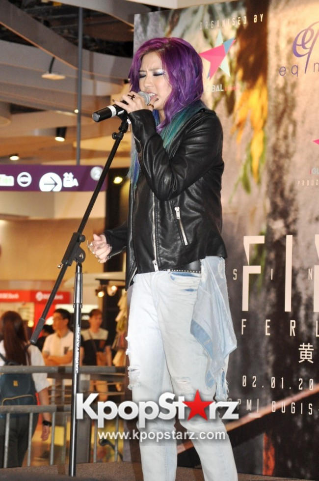 "Ferlyn G Launches Her ""First"" Solo Chinese EP In Singapore And Successfully Holds Fansign [PHOTOS] key=>13 count19"