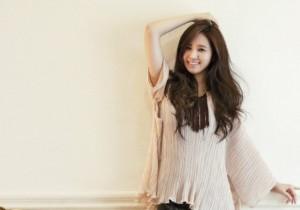 Girls' Generation Yuri Looks Beautiful Posing for CeCi