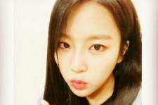 yewon blowing a kiss at fans