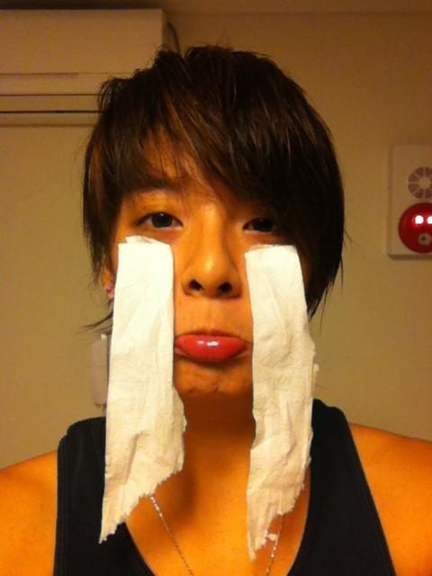f(x) Amber's 'Tissue Tears' Picture Revealed, 3 Year Anniversarykey=>0 count1