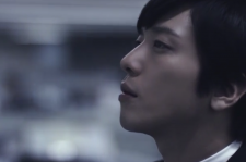 Jung Yong Hwa is a discontented office worker in the video for 'Checkmate.'
