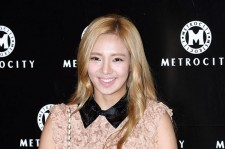 SNSD Hyoyeon with Beautiful Blonde Hair at 'Metrocity 2012 F/W Fashion Show'