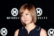 SNSD Sunny Reveals Perfect Leg Line with Short Red Skirt at 'Metrocity 2012 F/W Fashion Show'