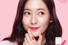 f(x)'s Krystal in Etude House Color in Liquid Lips Collection