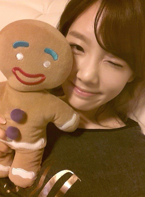 Taeyeon, Wink Picture with Gingerman Cookie Doll... 'Who's the Real Doll?'key=>0 count1