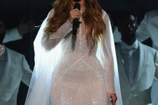 Beyonce performs at the Grammy Awards 2015