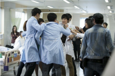 'The 3rd Hospital' Stills of Doctors Facing Off and Teary Kim Min Jung