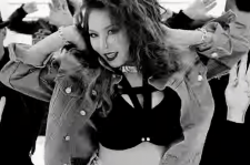 HyunA in 4Minute's 'Crazy' video
