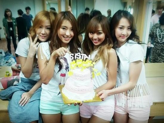 Sistar's Picture In The Waiting Room, After The Concert...4 People 4 Different Charmskey=>0 count1