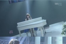 Baek Ah Yeon Debut Stage... Clear Voice and Increased Beauty