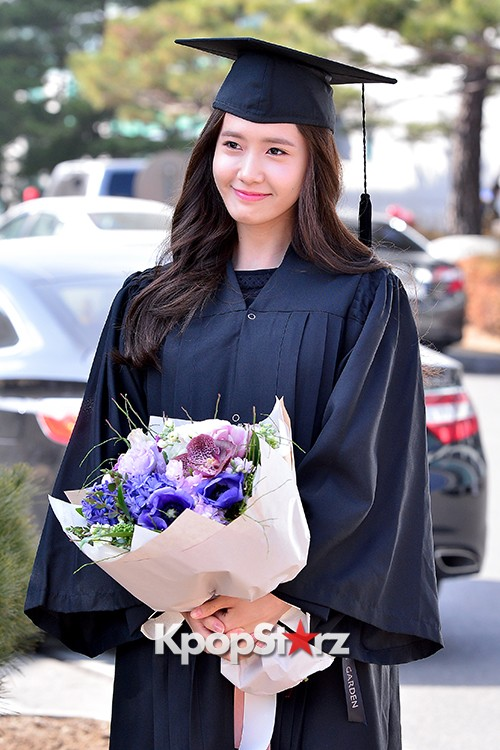 Girls Generation[SNSD] YoonA at Dongguk University Graduation Ceremonykey=>7 count30