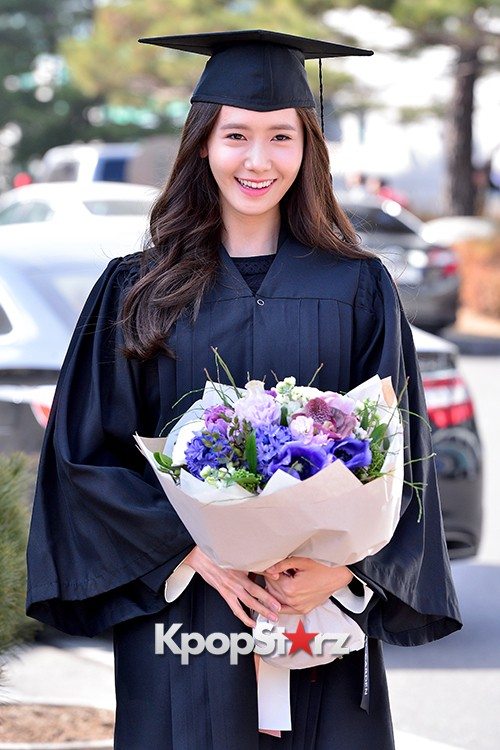 Girls Generation[SNSD] YoonA at Dongguk University Graduation Ceremonykey=>13 count30
