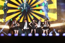 IU's Successful Encore Performance! 'IU Style' Horse Dance!