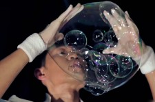 Chinese Bubble Artist's Skills Will Blow You Away!