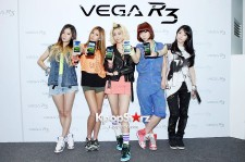 'GLAM' Members Pose at the Launching Event of 'VEGA R3'