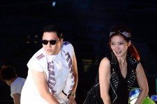 Psy to Return to Korea on September 25, 'Busy in Korea as Well'