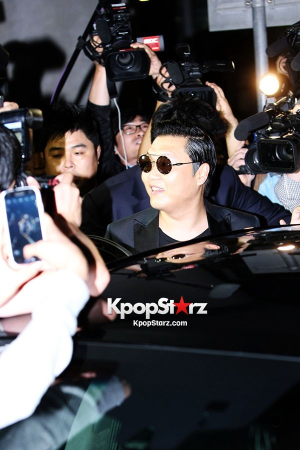 World Star PSY Arrived at Incheon Airport in Koreakey=>0 count19