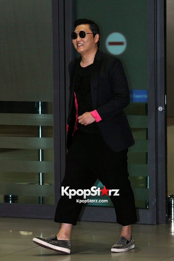 World Star PSY Arrived at Incheon Airport in Korea [18PHOTOS]key=>1 count19