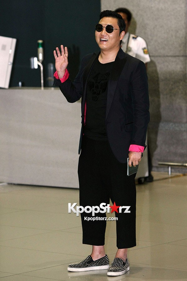 World Star PSY Arrived at Incheon Airport in Korea [18PHOTOS]key=>3 count19