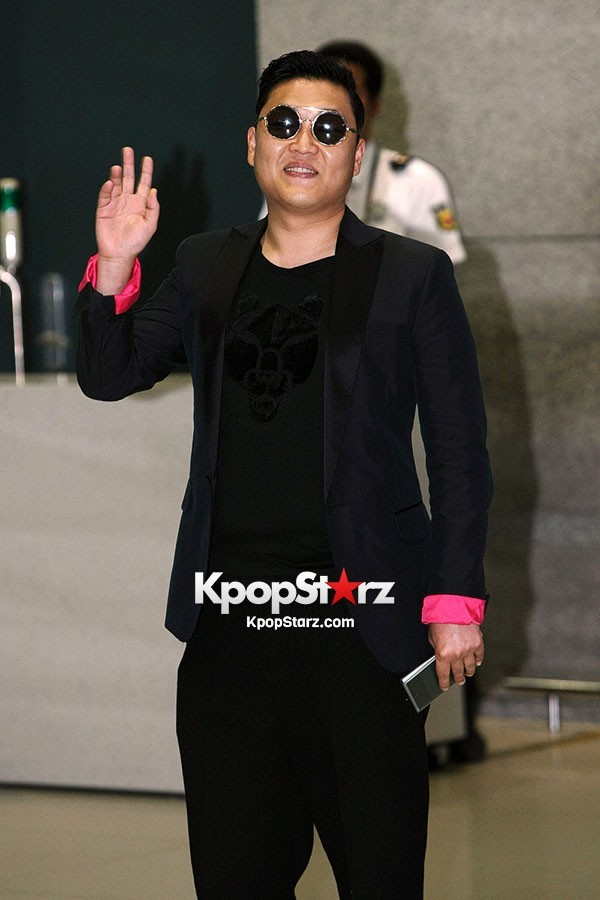World Star PSY Arrived at Incheon Airport in Korea [18PHOTOS]key=>5 count19