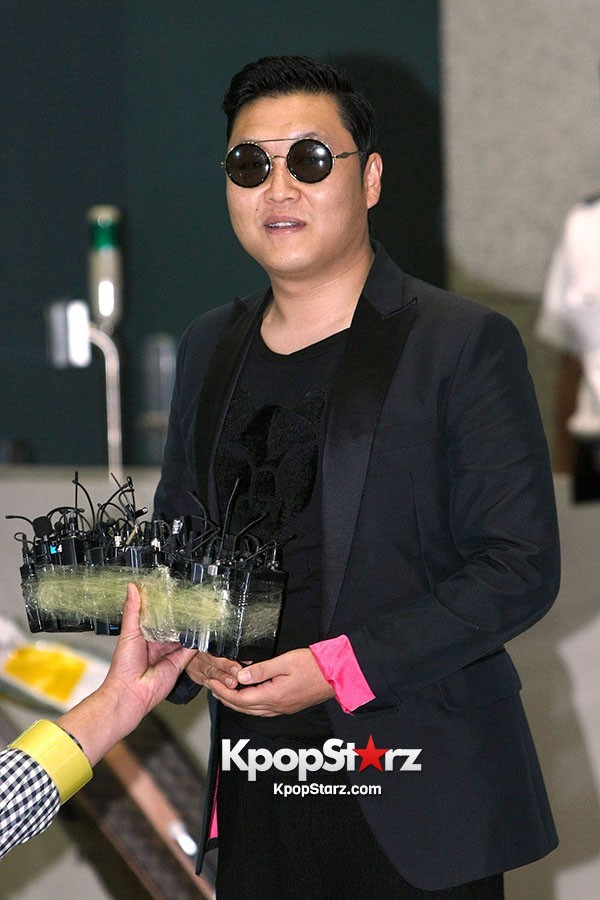 World Star PSY Arrived at Incheon Airport in Korea [18PHOTOS]key=>7 count19