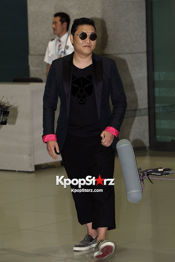 World Star PSY Arrived at Incheon Airport in Korea [18PHOTOS]key=>10 count19