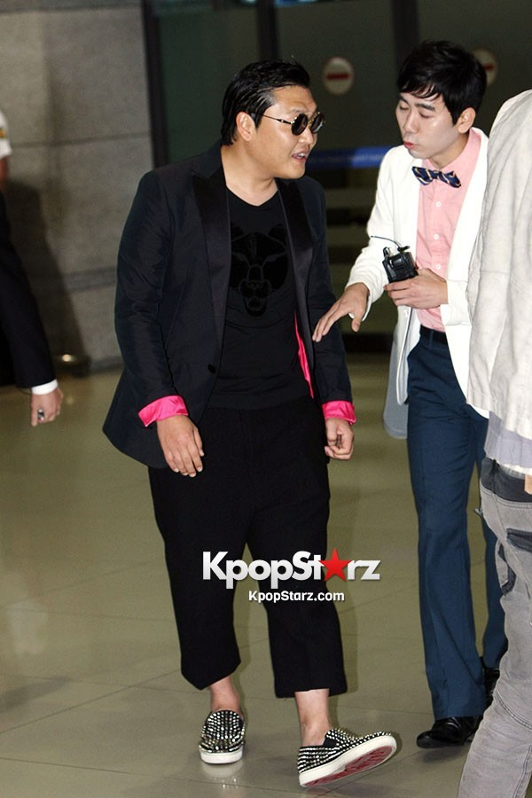 World Star PSY Arrived at Incheon Airport in Korea [18PHOTOS]key=>12 count19