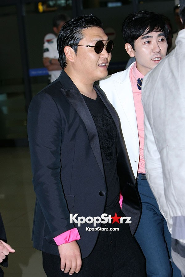 World Star PSY Arrived at Incheon Airport in Korea [18PHOTOS]key=>14 count19