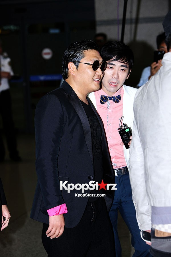 World Star PSY Arrived at Incheon Airport in Korea [18PHOTOS]key=>15 count19