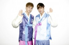TVXQ Dressed up in Korean Traditional Costumes for Greeting of Chuseok