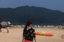2NE1 Park Bom At The Beach
